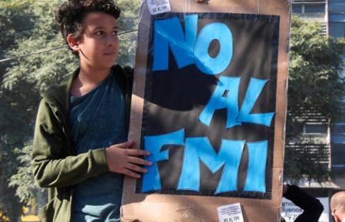 O FMI impõe que a Argentina faça cortes de mais de 15.000 milhões em três anos