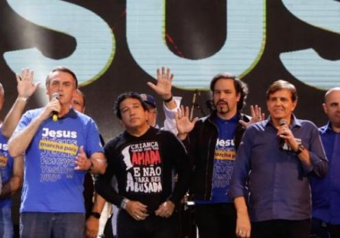 Bolsonaro dialogou com várias lideranças do seguimento evangélico desde que deu início à sua campanha há alguns anos atrás.