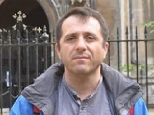 O professor Candan Badem, investigado por ter nas suas estantes um livro de Gulen