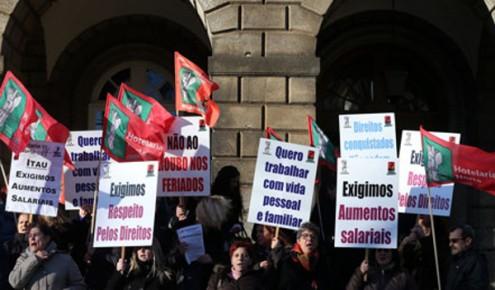 Os trabalhadores das cantinas e refeitórios estão em greve nesta segunda-feira, por aumento de salários - Foto CGTP