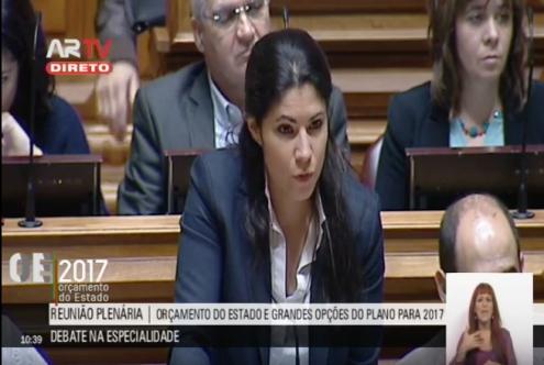 Mariana Mortágua intervém no parlamento.