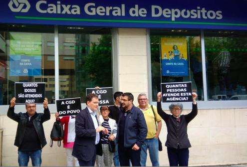 """""""Os custos que a CGD pretende reduzir serão diretamente imputados aos clientes, que terão de gastar mais tempo e dinheiro para obter os mesmos serviços"""", afirmou Pedro Soares, deputado do Bloco."""