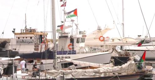 A Flotilha da Liberdade foi interceptada a cerca de 60 milhas náuticas do litoral pelas autoridades israelitas, que estão agora a escoltá-la rumo ao porto israelita de Ashkelon.