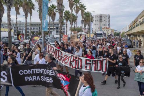 Manifestação contra dragagens no estuário do Sado, outubro de 2018. Fotografia de Fernando Pinho.