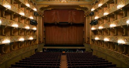 Teatro Nacional de São Carlos. Fotografia: bestexperiencelisbon.com