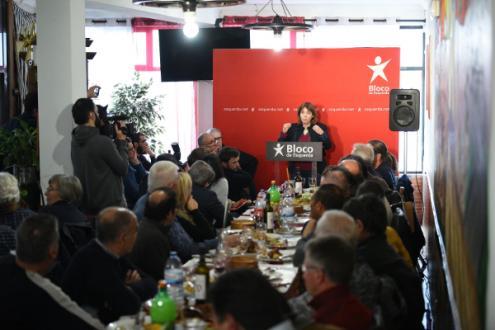 Catarina Martins fazenda a sua intervenção no almoço com os trabalhadores das lavarias das minas de Neves-Corvo, 17 de fevereiro de 2019 – Foto de Paula Nunes