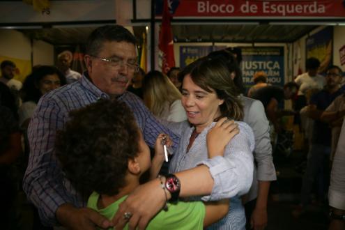 Catarina Martins nas festas da Moita, acompanhada pelo vereador bloquista Joaquim Raminhos - Foto de Tiago Petinga/Lusa