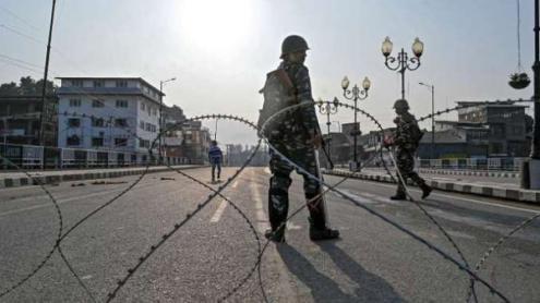 No passado dia 4 de agosto, o governo indiano violou unilateralmente as condições que tinham estado na base da adesão de Jammu e Caxemira à Índia em 1947. Desde então, ele transformou a Caxemira num enorme campo de prisioneiros - Caxemira