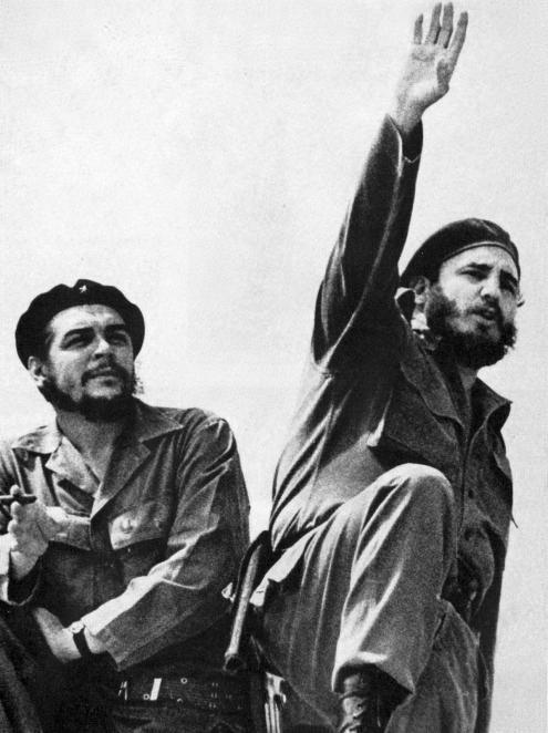 Che Guevara e Fidel Castro, fotografados por Alberto Korda, em 1961.