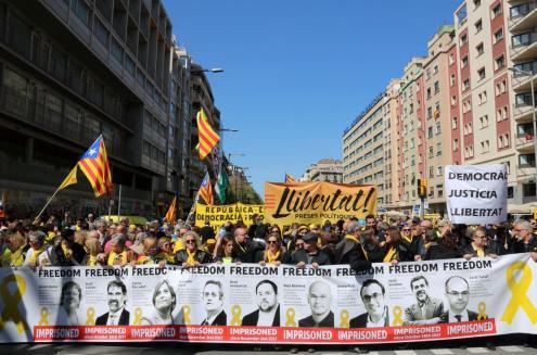 Milhares nas ruas de Barcelona pela libertação de presos políticos