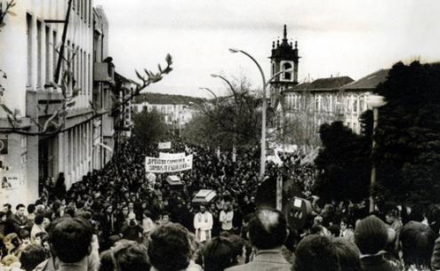 Funeral do Padre Max e de Maria de Lurdes, uma manifestação de luto e pesar, que juntou cerca de 20 mil pessoas, dispersas pelo percurso (segundo o JN de então)