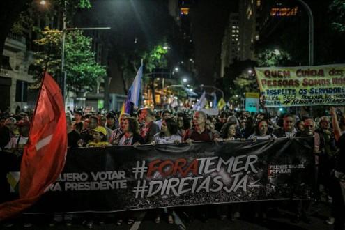 """Manifestações exigem """"Diretas Já""""!"""