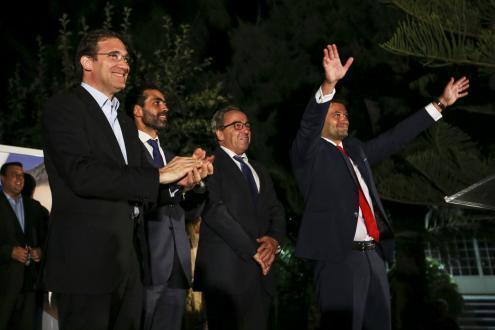 André Ventura junto com Pedro Passos Coelho na campanha eleitoral que o irá eleger como vereador do PSD em Loures. Foto de Nuno Fox/Lusa.