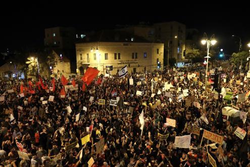 Manifestação contra Netanyahu, julho de 2020. Foto de ABIR SULTAN/EPA/Lusa.