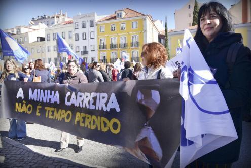 Professores anunciam greves que podem ir até outubro