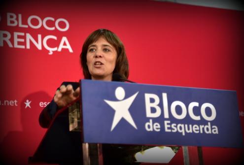 """Para Catarina Martins, é essencial que """"não se desperdice esta oportunidade"""" porque """"a conta da luz pode baixar pela primeira vez em 2018"""" se houver """"a coragem de acabar com o excesso nas rendas dos CMEC""""."""