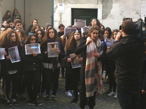 Estudantes da Escola Superior de Dança (ESD) manifestaram-se nesta segunda-feira contra a contínua degradação das instalações – Foto de esquerda.net