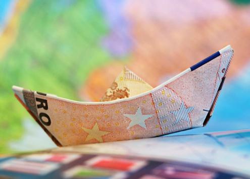 barco com nota de euro
