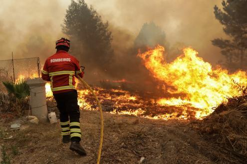 Resultado de imagem para Governo prorroga novamente o período crítico de incêndios