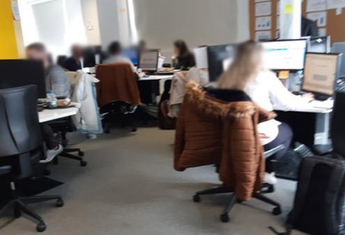 Foto tirada em março na sala de trabalho de um dos call-centers do Porto