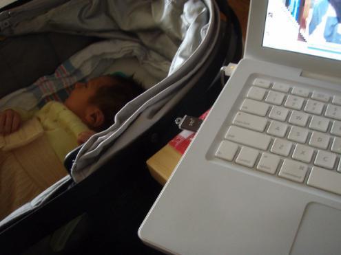 """Trabalhando a partir de casa"" por Daquella manera/flickr"