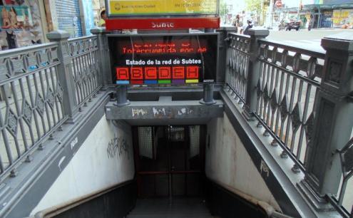 Em dia de greve geral, transportes públicos param em Buenos Aires. O serviço foi interrompido em todas as linhas de metro – Foto de Aline Gatto Boueri/Opera Mundi