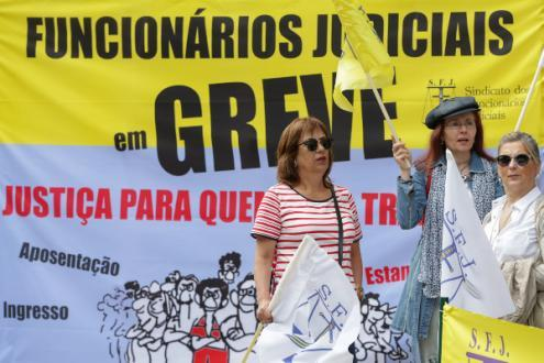 Funcionários judiciais iniciaram nesta segunda-feira nova greve – Foto de José Coelho/Lusa (arquivo)