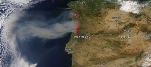 Fotografia disponibilizada pela NASA, publicada no site da ZERO, mostra incêndios ativos em Portugal, no dia 11 de agosto de 2017.