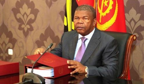 Muitos angolanos se têm perguntado como pode João Lourenço combater a corrupção sem efectivamente mandar para a cadeia grande parte dos seus próprios camaradas.