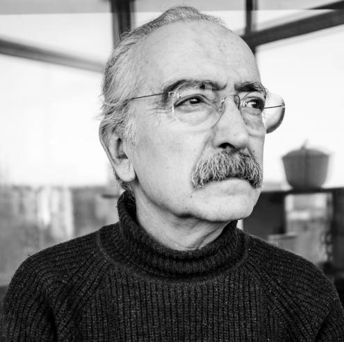 José Mário Branco fotografado em casa para a revista BLITZ. Foto de Rita Carmo