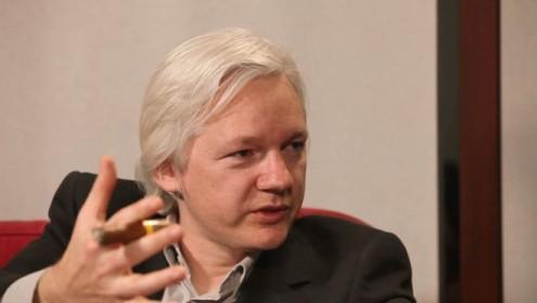 Justiça sueca mantém mandado de detenção europeu a Assange