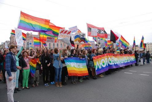 Ativistas LGBTI numa ação em São Petersburgo, 2014 – Foto wikipedia