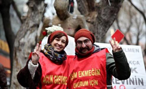 Professor primário Semih Özakça e a investigadora Nuriye Akman estão em greve de fome depois de terem sido presos a 21 de maio de 2017, pelo regime do presidente Recep Erdoğan. Foto do Facebook Vozes Alternativas da Turquia