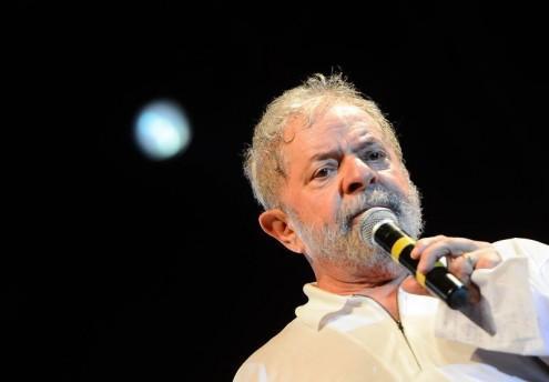 Lula continua à frente das sondagens