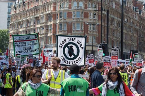 Londres fez duas manifestações consecutivas de cem mil pessoas. Foto de The Weekly Bull