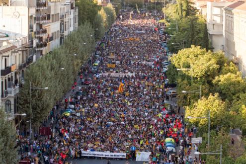 Manifestação contra a repressão e em defesa das liberdades em Lérida, Catalunha, 3 de outubro de 2017 – Foto de Mario Gascon/Epa/Lusa