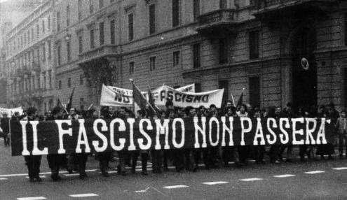 Manifestação anti-fascista em Itália.