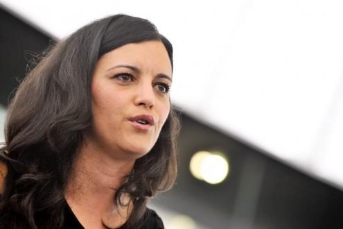 """Marisa Matias referiu no comício de verão do Bloco de Esquerda que """"a esquerda quer soluções a direita quer votos"""". Foto de Paulete Matos"""