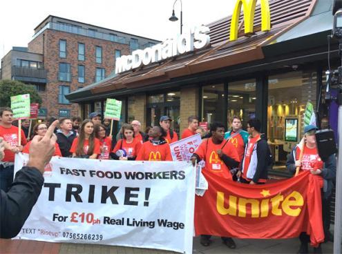 Trabalhadores do McDonald's no Reino Unido em greve pela primeira vez