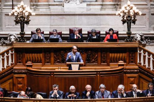 Pedro Filipe Soares intervém no encerramento do debate do OE 2018 (na generalidade) - Foto de António Cotrim/Lusa