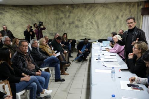 Pedro Soares, presidente da comissão parlamentar de Ambiente, fala aos jornalistas durante a visita à Siderurgia Nacional em Paio Pires, 15 de fevereiro de 2019 – Foto de Miguel A. Lopes/Lusa