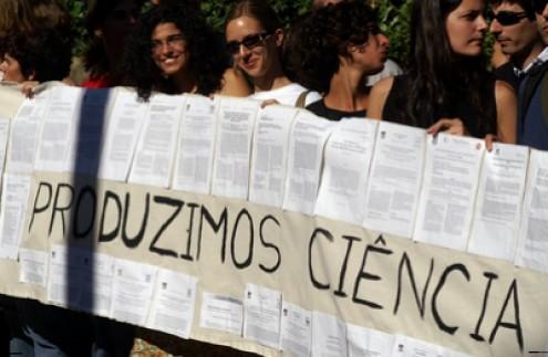 """""""As Universidades devem impedir o trabalho docente não-remunerado, de modo a proteger os inúmeros investigadores que para tal não se disponibilizam"""""""