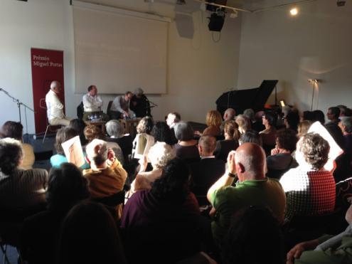 A sala foi pequena para o público. Foto de Paulete Matos