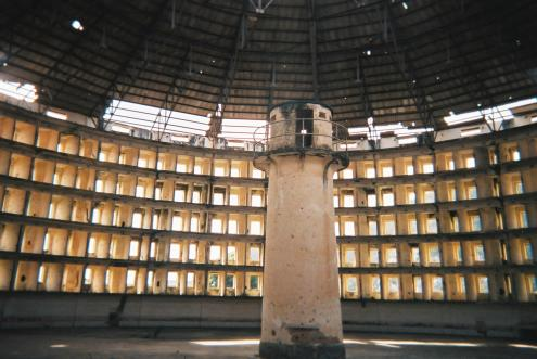 Presídio modelo, dentro de um dos edifícios, 2005 - Foto de wikipedia