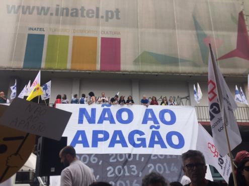 Professores manifestaram-se, nesta quarta-feira, contra o apagão - Foto esquerda.net