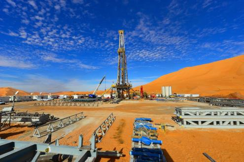 Poço de petróleo na Argélia. Foto de By aka4ajax, CC BY 3.0, https://commons.wikimedia.org/w/index.php?curid=57761438