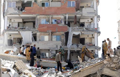 Destruição provocada pelo sismo na cidade de Sarpol-e-Zahab, Curdistão Iraniano – Foto de Abedin Taherkenareh/Epa/Lusa
