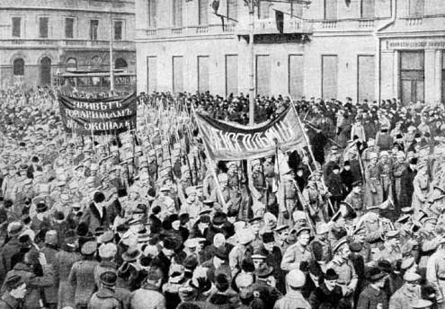 Manifestação de soldados na Rússia em fevereiro de 1917