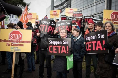Protesto contra o CETA - é urgente combater este e outros tratados semelhantes, protegendo a democracia, a saúde, o trabalho e o ambiente