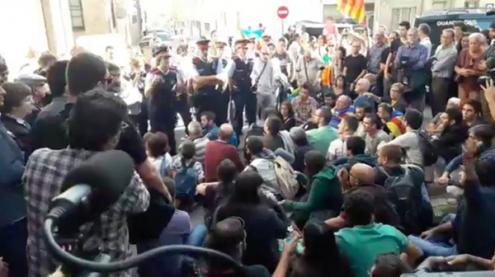 Polícia espanhola prende autoridades do governo da Catalunha